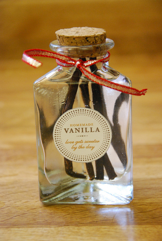 Homemade Vanilla Extract from Life Made Full