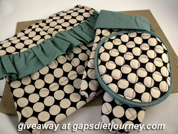 Sophia Apron & matching oven mitts